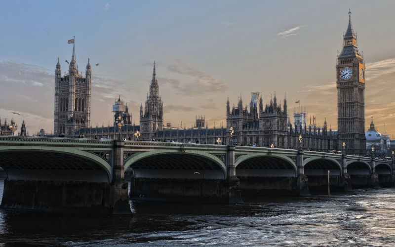 Super cheap direct flights from Vilnius to London start from €20